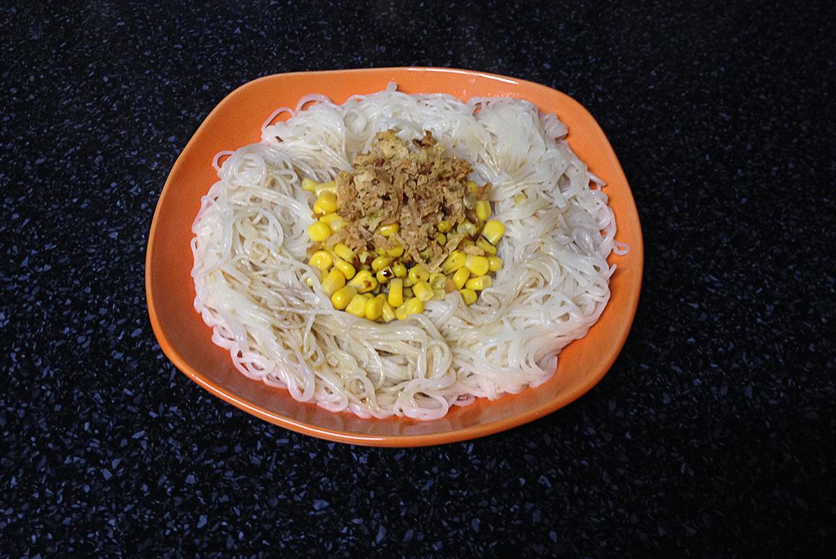 Rýžové nudle s kukuřicí